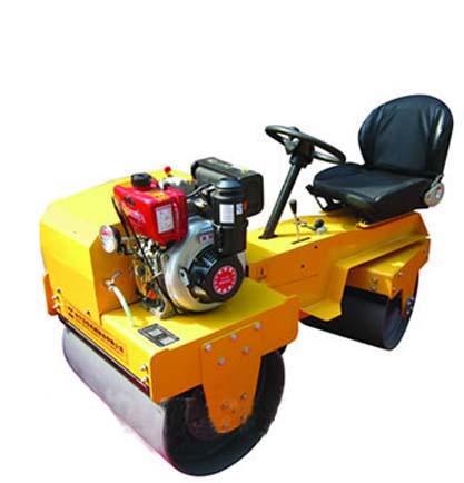 驾驶式小型压路机